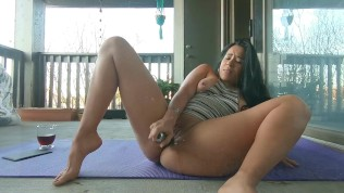 Stunning Latina Jolla masturbates exterior and spills a glass door